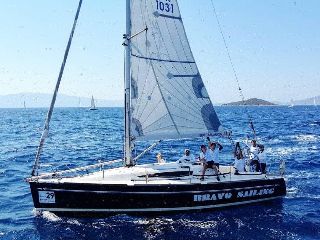 Bravo Sailing Team 4
