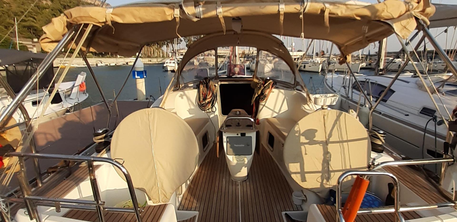 Jeanneau 42i - Bravo Sailing - 2