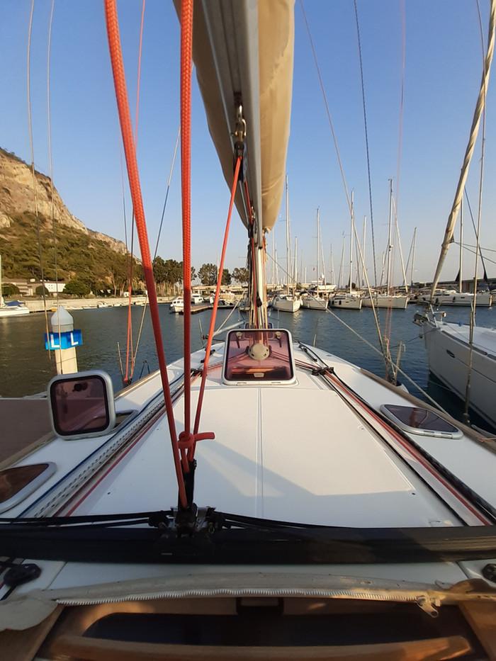 Jeanneau 42i - Bravo Sailing