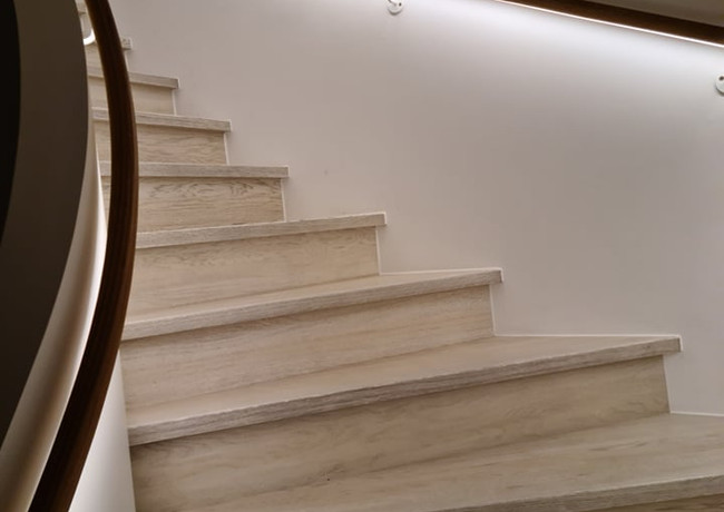 Solid construction U-shape staircase with oak stairs and LED lightning under the oak handrail.