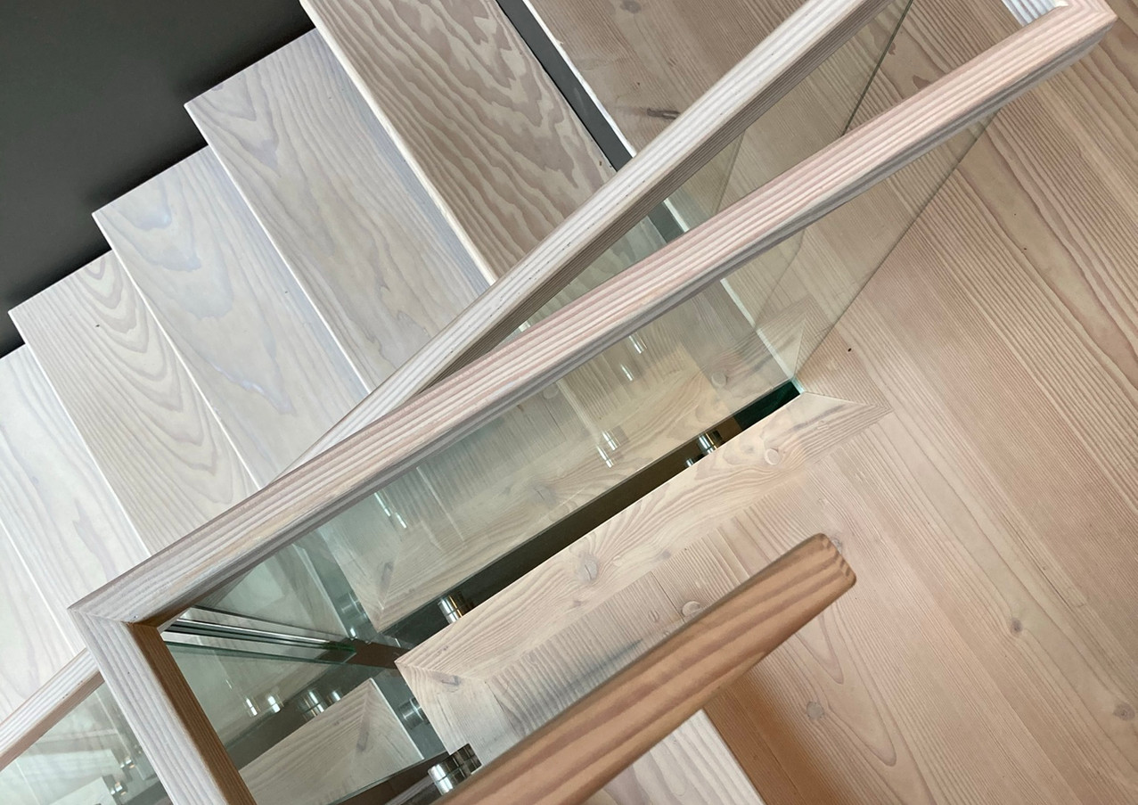 3-floor staircase with black steel construction and glass railings.