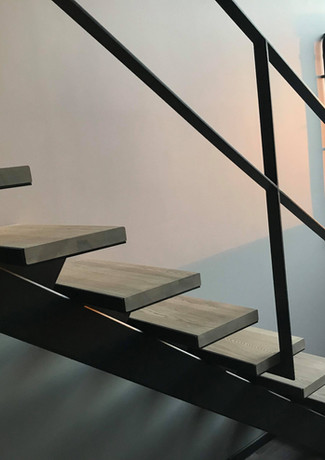 Straight staircase for a loft appartment.