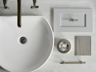 Weathered Wood Makes for a Beach-Inspired Bath
