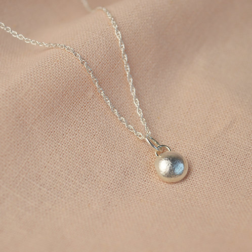 Silver pebble pendent necklace