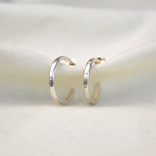 Fine line hoop earrings.