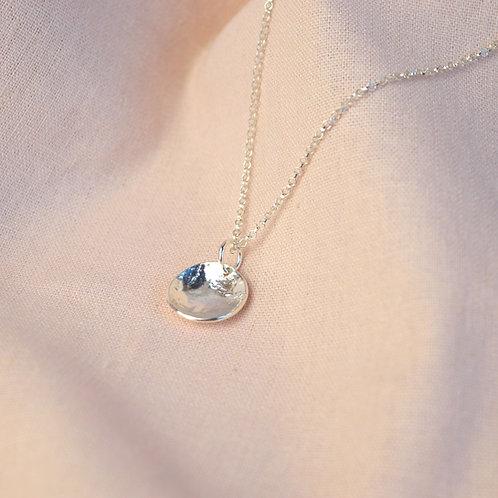 Textured 'palma' pendant necklace