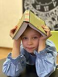 милана с книгой.jpg