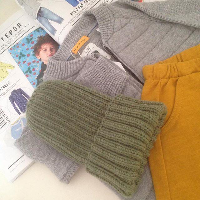 Осень не за горами 🍁🌞🍂)))_#вязание #вязаниеспицами #вязаннаяшапка #шапка #вязаниедлядетей #длядет