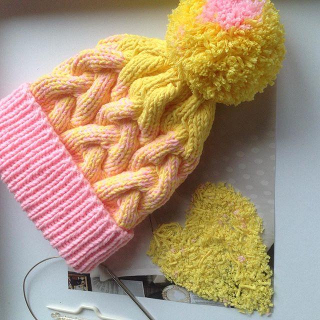 Модная шапочка 💛💕💛💕💛🍓🍊🍌❌❌❌ #handknit #knitstagram #instagram #yellow #pink #orange #fruit #h