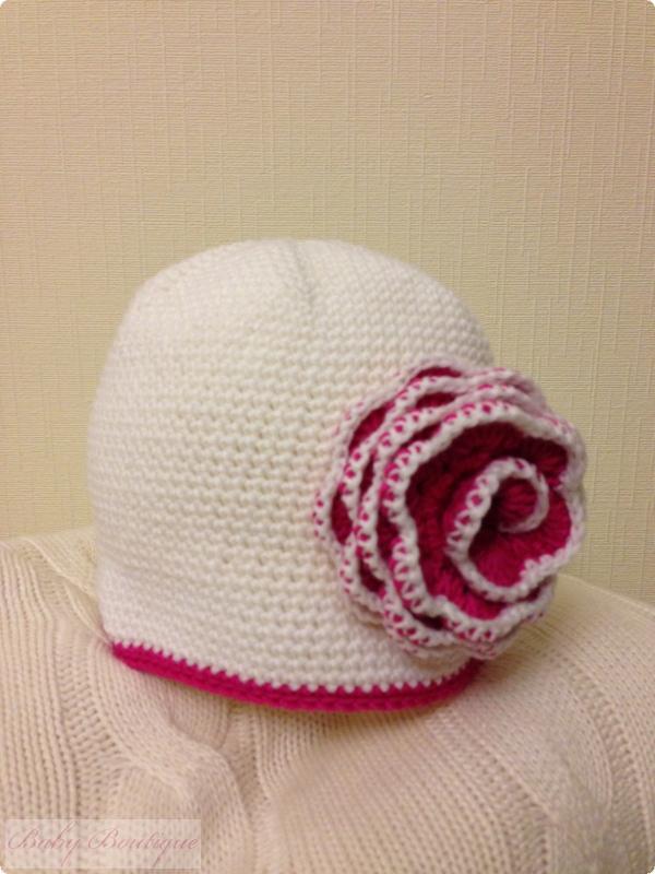 Нежная шапочка с цветочком