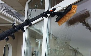 Water_fed_pole_window_cleaning_purified_