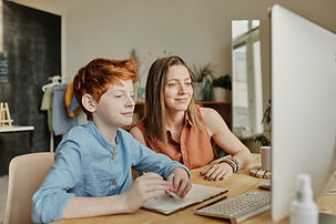 Spiegelphoto-of-woman-and-boy-smiling-wh