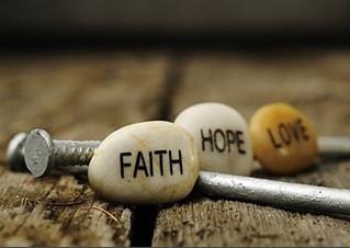 Fé, Amor e Esperança: sentimentos transformadores.