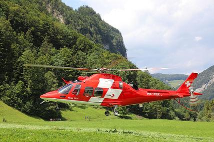Rega_AW109_Landung_Wiese_Sommer.jpg