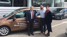 Tysa Ford entrega el vehículo oficial para la movilidad de la campaña.