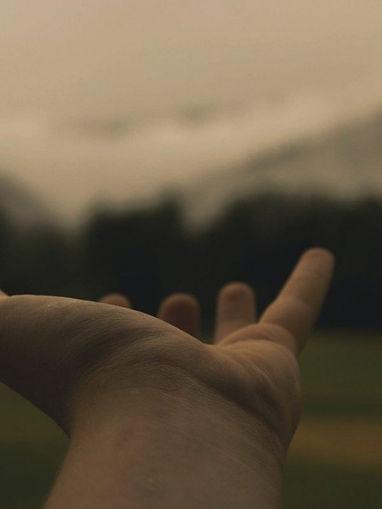 hand-hold-reach-846092-osgkfkt3nrekvs803