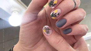 Abstract nail 2021: fashionable abstraction on nails, the best trends