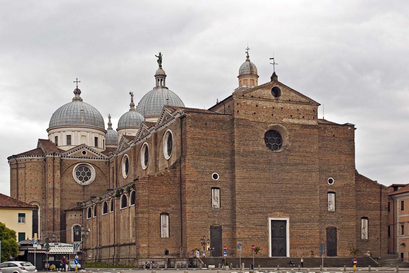 Abbazia_di_Santa_Giustina (1384 x 923).jpg
