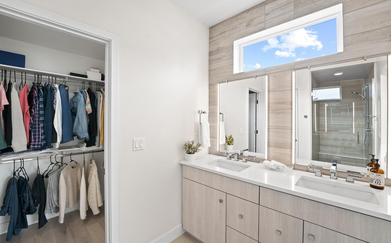 4031 W Conejos Pl-large-019-018-Bathroom