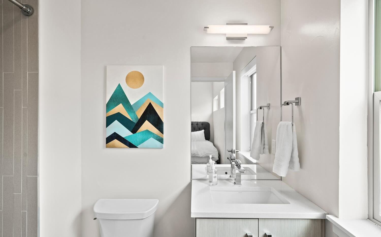 4031 W Conejos Pl-large-025-034-Bathroom