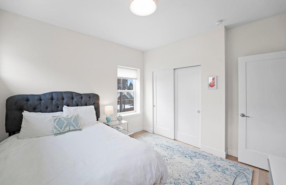 4031 W Conejos Pl-large-028-032-Bedroom-