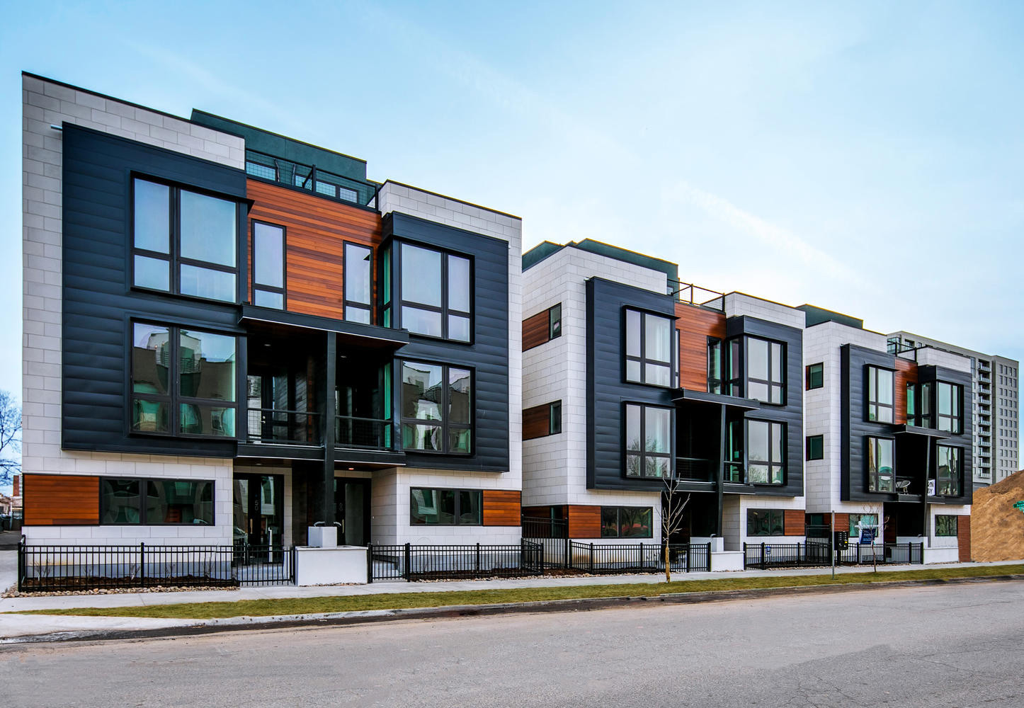 70 W 10th Avenue-large-002-007-Exterior-