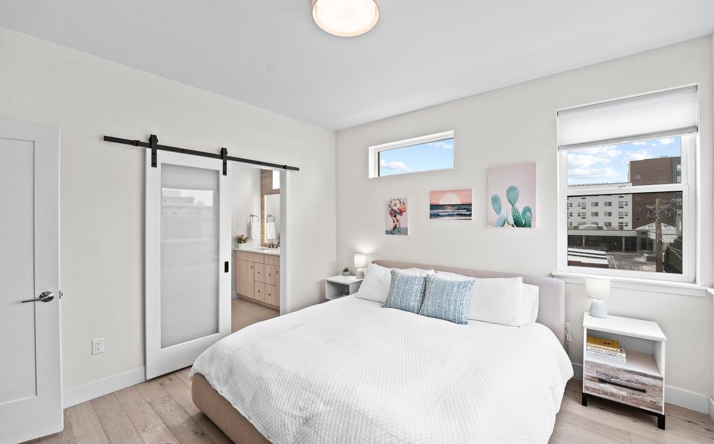 4031 W Conejos Pl-large-016-013-Bedroom-