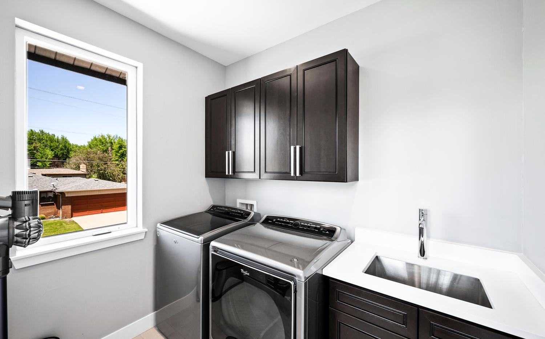 2540 Xavier Street-large-055-047-Laundry