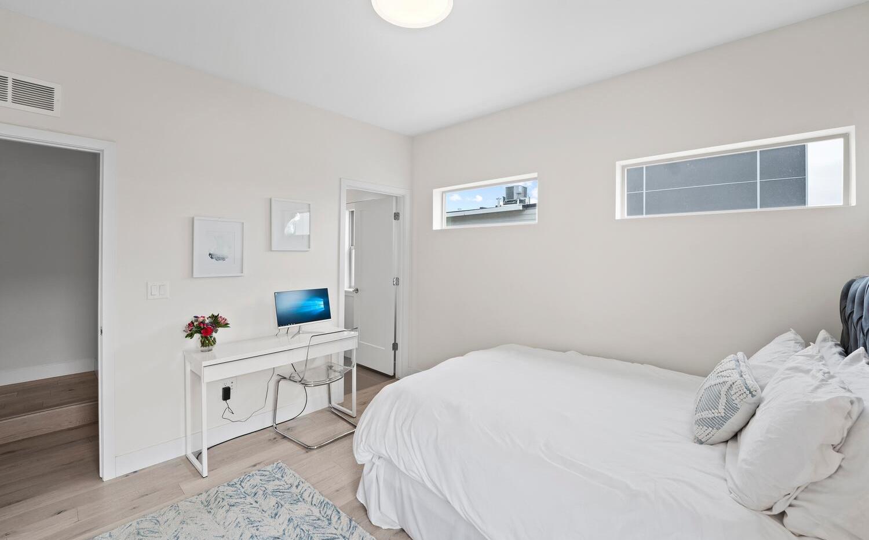 4031 W Conejos Pl-large-029-035-Bedroom-