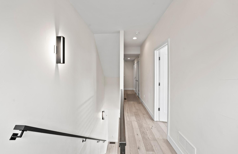 4031 W Conejos Pl-large-015-009-Hallway-
