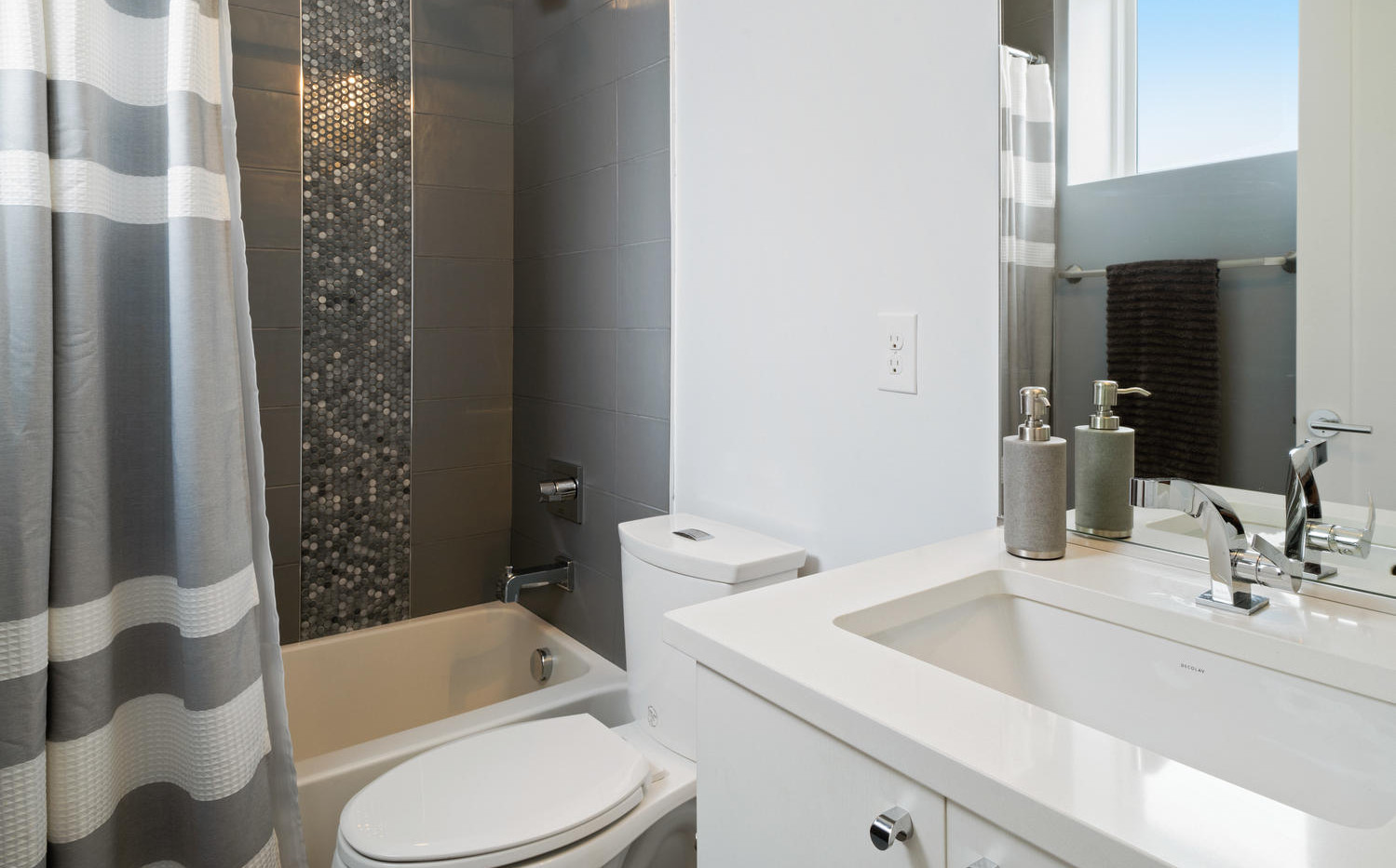 3424 W 18th Avenue-large-020-015-Bathroo