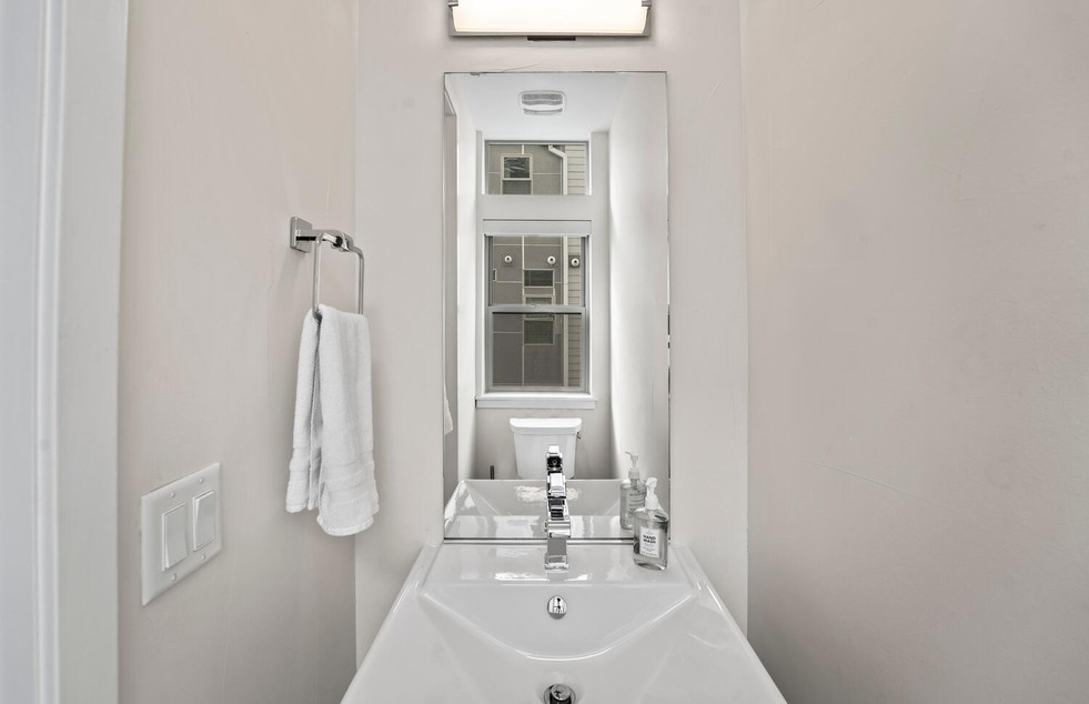 4031 W Conejos Pl-large-014-037-Bathroom