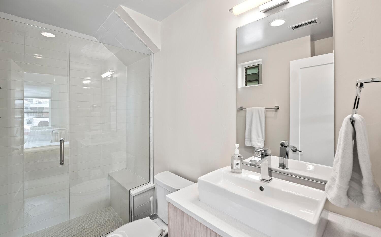 4031 W Conejos Pl-large-004-002-Bathroom