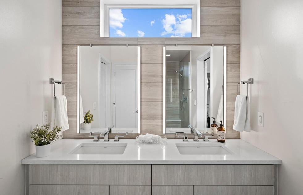 4031 W Conejos Pl-large-017-017-Bathroom