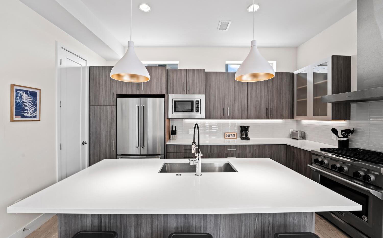 4031 W Conejos Pl-large-011-014-Kitchen-