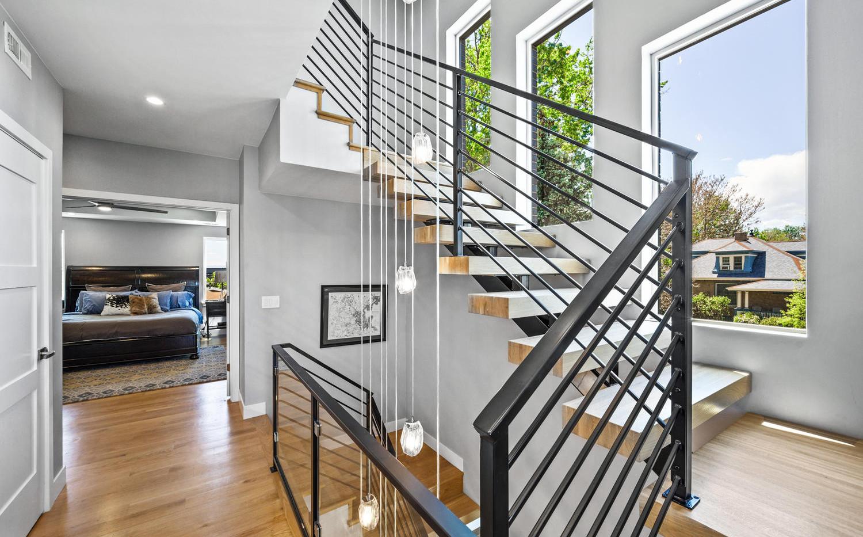 2540 Xavier Street-large-030-027-Stairwa