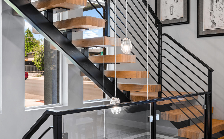 2540 Xavier Street-large-031-021-Stairwa