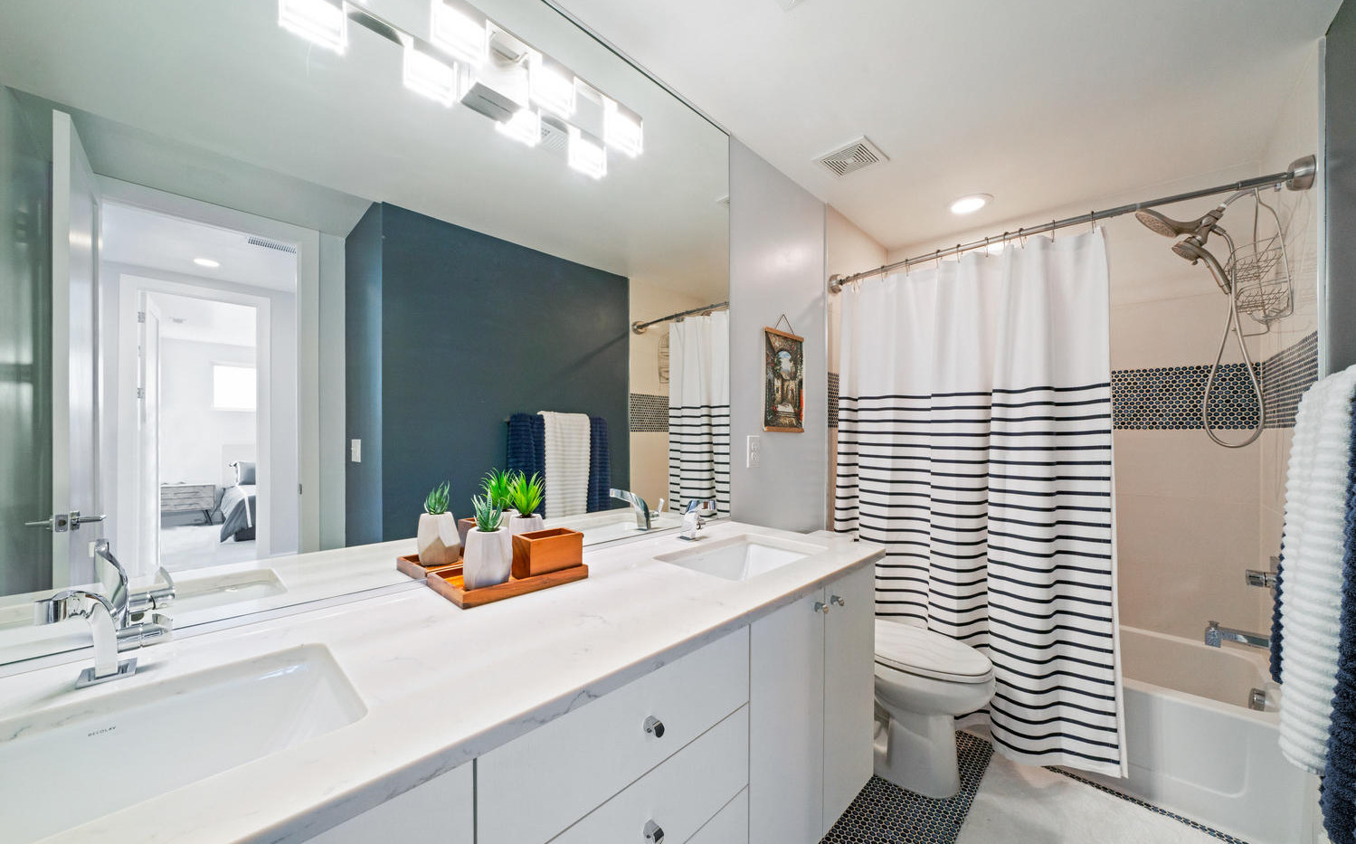 3424 W 18th Avenue-large-035-044-Bathroo