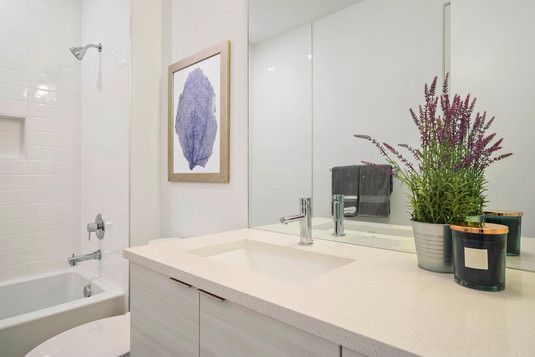 709 S Logan Street-large-028-027-Bathroo