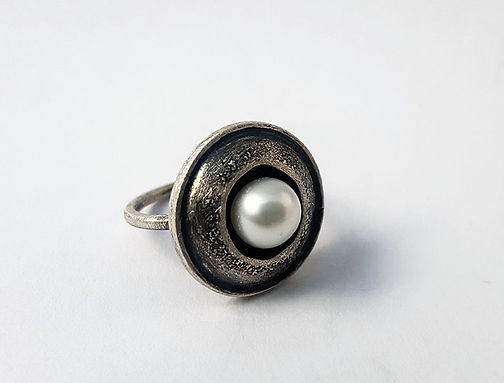 dome ring w/ pearls