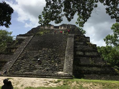 Tikal: templos, pirâmides e os Maias