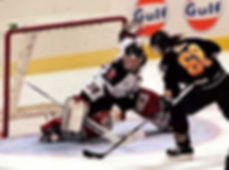 Jaromír Jágr (Pittsburgh Penguins) against Dominik Hašek  (Buffalo Sabres) in 1994