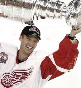 Dominik Hašek (Detroit Red Wings) with Stanley Cup 2002