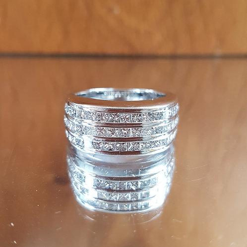 Stunning HEAVY Quality 18ct white gold 4.5ct diamond ring
