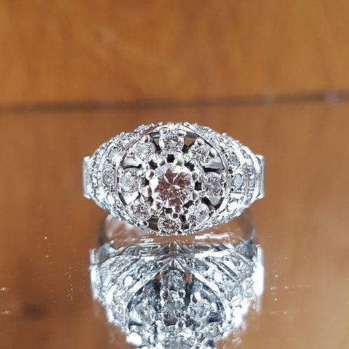 Stunning HEAVY 18ct white Gold 1.50ct diamond cluster ring