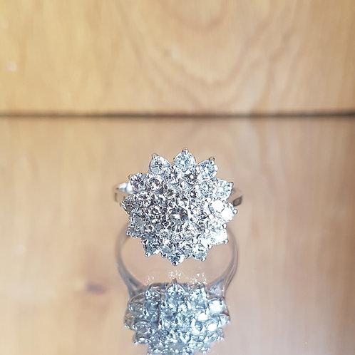Stunning Heavy 18ct White gold 1.75ct cluster dress diamond ring