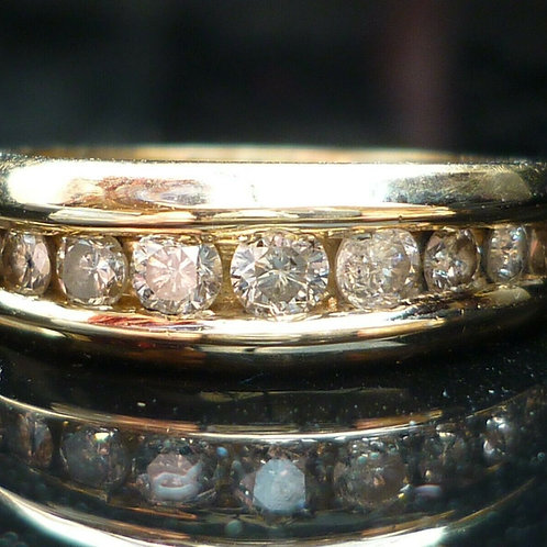 Stunning Quality 18ct gold 9 diamond eternity ring 0.55ct