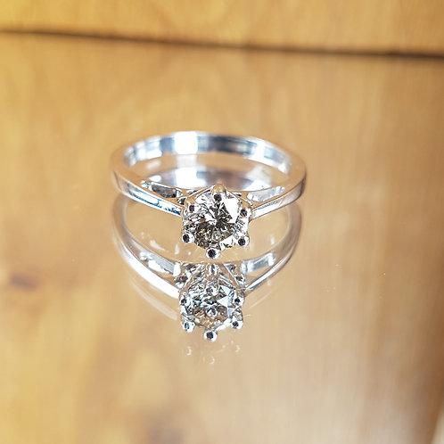Stunning 18ct white gold solitaire 0.66ct diamond ring