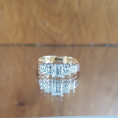 Stunning Quality 18ct gold 5 Emerald Cut diamond ring 1ct