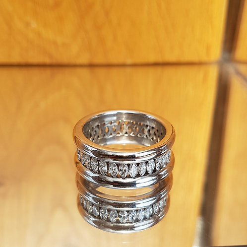Exquisite Heavy 18ct gold 3.1ct Marguise Diamond full eternity ring